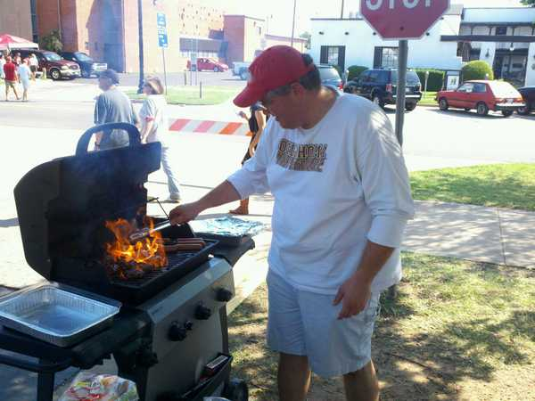 Dave will be back flippin' burgers on Saturday as the Sooners return to Norman.